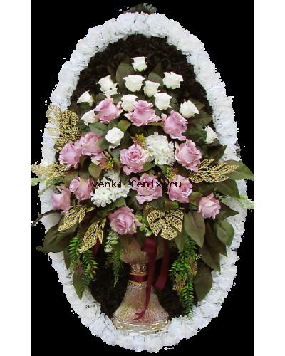 Венок Ваза с белыми тюльпанами